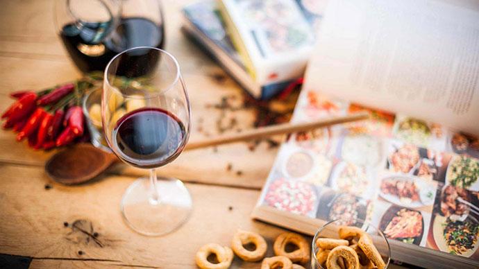 Винно-гастрономический тур (фото вина в бокале)